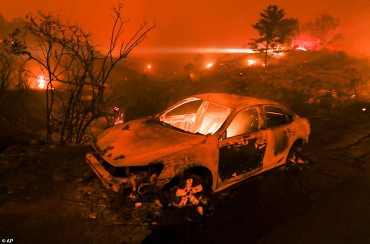 """Hãi hùng cảnh cháy rừng giống """"bom hạt nhân phát nổ"""" ở California, Mỹ - Ảnh 3."""