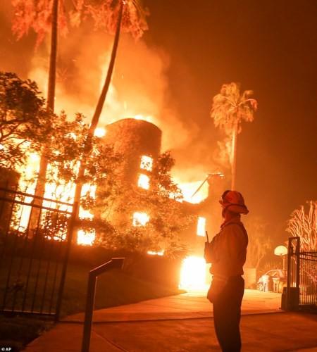 """Hãi hùng cảnh cháy rừng giống """"bom hạt nhân phát nổ"""" ở California, Mỹ - Ảnh 7."""