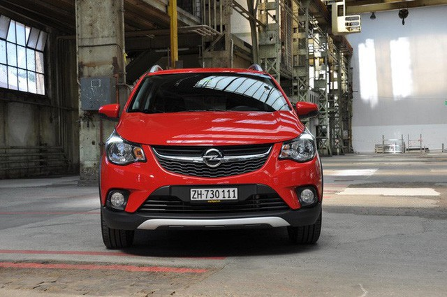 Guerrilla equipped with cheap cars by VinFast Fadil looking at Chevrolet Spark, Opel Karl - photo 1.