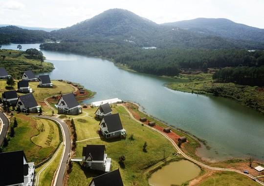 Tháo dỡ những công trình không phép ở hồ Tuyền Lâm - Ảnh 1.
