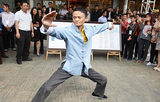 Không chỉ nhà buôn, người trẻ đi làm ở Trung Quốc giờ còn lập bàn thờ Jack Ma trong nhà như thờ Thần tài - Ảnh 1.