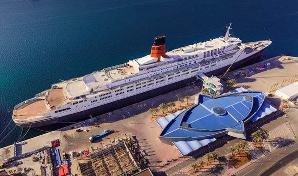Khách sạn nổi ngoài khơi đầu tiên có nhà hát bao trọn hơn 500 khán giả tại Dubai: Sự lựa chọn hoàn hảo để nghỉ dưỡng cho giới thượng lưu  - Ảnh 2.