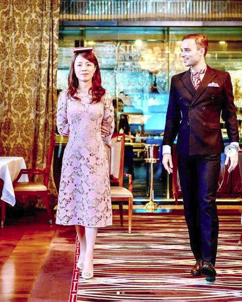 Giới siêu giàu Trung Quốc sẵn sàng chi tiền học lễ nghi quý tộc để có thể gia nhập xã hội thượng lưu phương Tây - Ảnh 2.