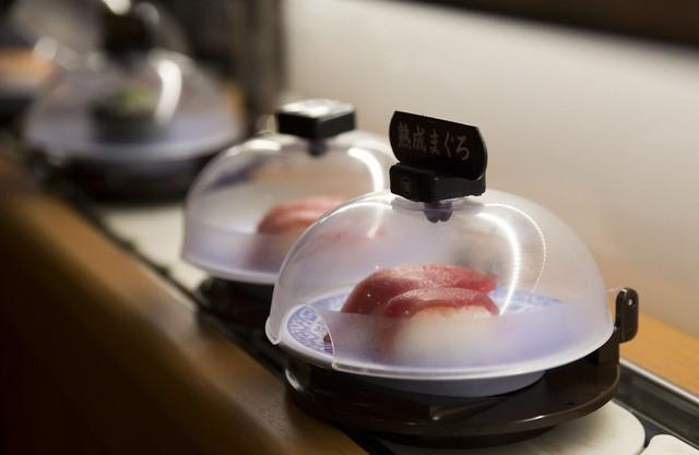 Bán sushi giá chưa đến 1 USD suốt 3 thập kỷ, ông chủ Nhật Bản trở thành triệu phú đôla - Ảnh 1.