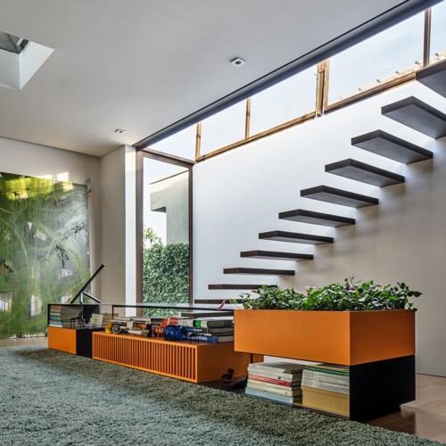 Ngôi nhà 2 tầng có vườn cây xanh tốt bao quanh - Ảnh 11.