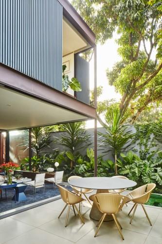 Ngôi nhà 2 tầng có vườn cây xanh tốt bao quanh - Ảnh 7.