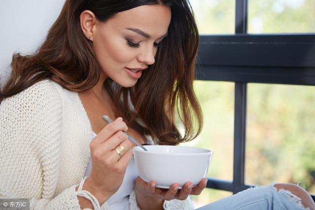 4 lời khuyên về cách ăn uống có thể giúp bạn sống xuyên thế kỷ: Ai cũng nên áp dụng sớm! - Ảnh 2.