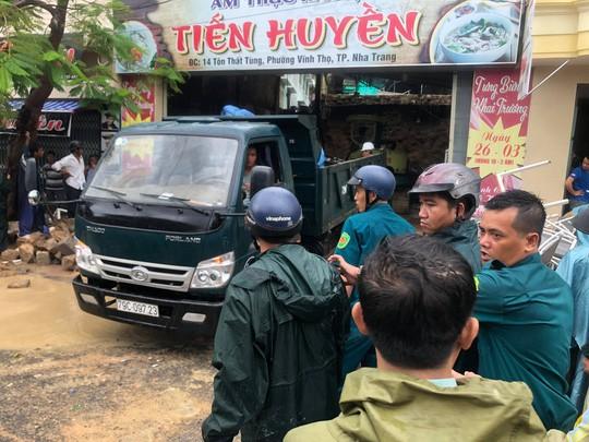 Sạt lở kinh hoàng ở Nha Trang, ít nhất 12 người thiệt mạng - Ảnh 2.