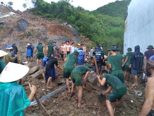 Sạt lở kinh hoàng ở Nha Trang, ít nhất 12 người thiệt mạng - Ảnh 3.