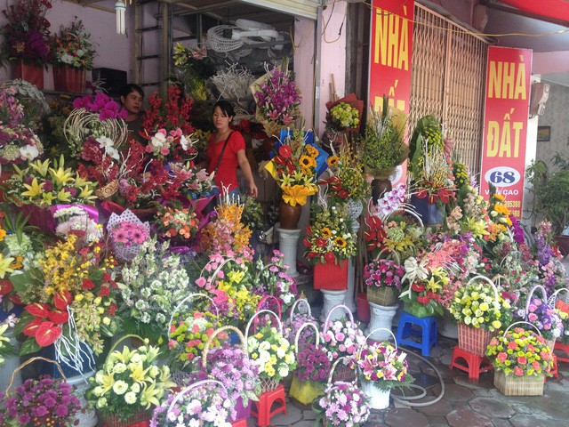 Market of lively flowers, increase prices significantly 20/11 - Picture 1.