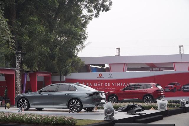"""Cùng là ô tô """"made in Vietnam"""", sản phẩm của VinFast đã chính thức trình làng, còn Vinaxuki đang ở đâu? - Ảnh 1."""