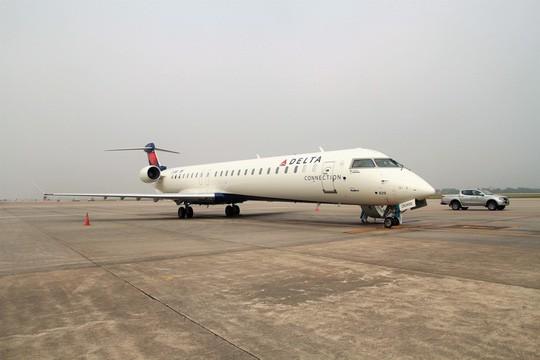 Bay thử nghiệm máy bay CRJ900 Bombardier tại Nội Bài - Ảnh 1.