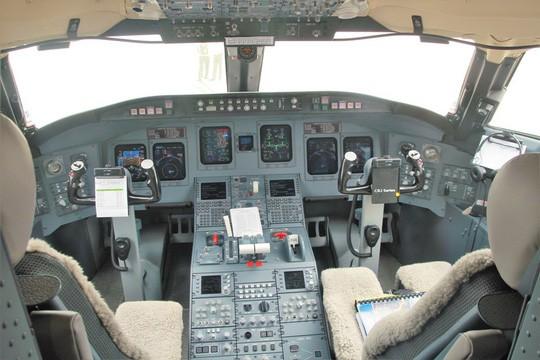 Bay thử nghiệm máy bay CRJ900 Bombardier tại Nội Bài - Ảnh 5.