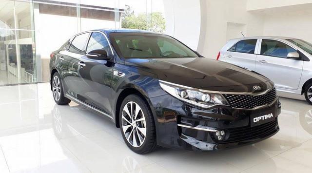 Có 900 triệu trong tay, còn sự lựa chọn nào ngoài sedan VinFast Lux A2.0? - Ảnh 10.
