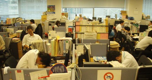 Công ty Nhật khuyến khích chợp mắt lúc làm việc - Ảnh 1.