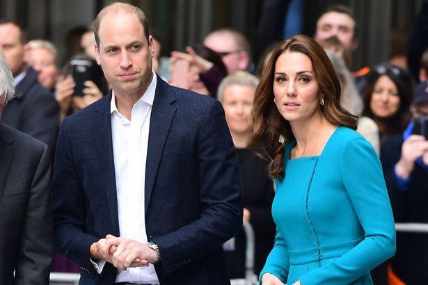 Người hâm mộ hoang mang trước tin Meghan và Harry chuyển ra khỏi cung điện sau khi căng thẳng với William và Kate - Ảnh 3.