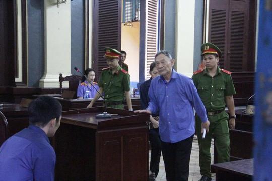 Bạc đầu, nguyên tổng giám đốc lãnh 16 năm tù, bồi thường 140 tỉ - Ảnh 1.