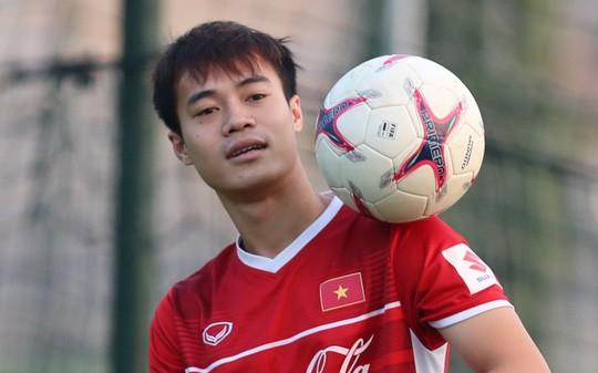Văn Toàn bất ngờ xuất hiện trong buổi tập của tuyển Việt Nam - Ảnh 4.