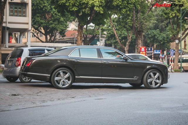 Chạm mặt Bentley Mulsanne bản hiếm, màu độc của đại gia Hà thành - Ảnh 4.