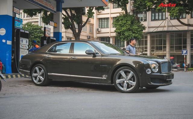 Chạm mặt Bentley Mulsanne bản hiếm, màu độc của đại gia Hà thành - Ảnh 5.