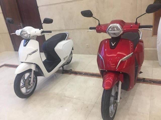 Sáng nay ra mắt xe máy điện đầu tiên của VinFast - Ảnh 1.