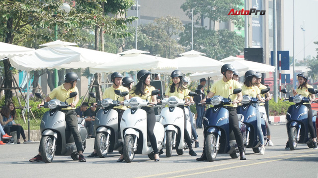 Loạt xe máy điện thông minh VinFast chạy thử tại Hà Nội ngay sau khi ra mắt - Ảnh 2.