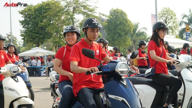 Loạt xe máy điện thông minh VinFast chạy thử tại Hà Nội ngay sau khi ra mắt - Ảnh 12.