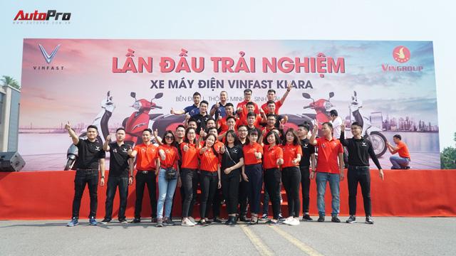 Loạt xe máy điện thông minh VinFast chạy thử tại Hà Nội ngay sau khi ra mắt - Ảnh 14.