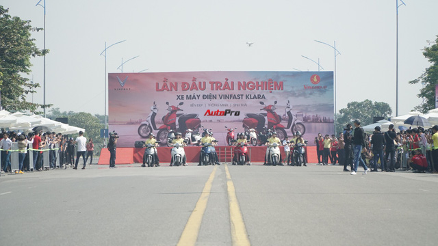 Loạt xe máy điện thông minh VinFast chạy thử tại Hà Nội ngay sau khi ra mắt - Ảnh 9.