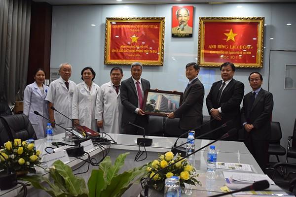 Chân dung Giám đốc Bệnh viện Chợ Rẫy làm Thứ trưởng Y tế - Ảnh 1.