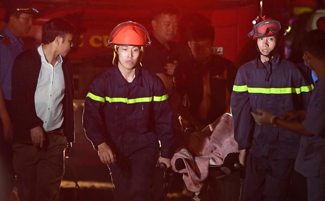Chủ nhân chiếc xe Mercedes lao xuống sông Hồng khiến 2 người tử vong là một phụ nữ - Ảnh 1.