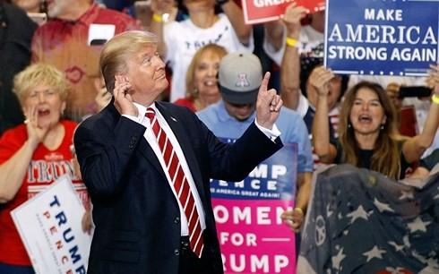 Ông Trump tập trung vào vấn đề nhập cư để hút cử tri trước bầu cử Mỹ - Ảnh 1.