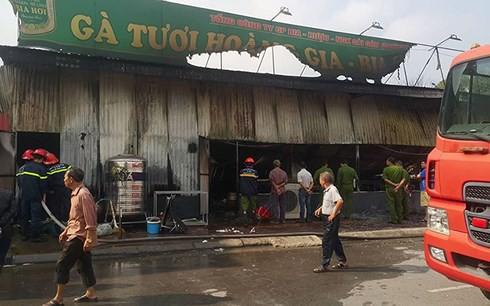Cháy ngùn ngụt làm hư hỏng toàn bộ tài sản 1 nhà hàng gà tại Hải Dương - Ảnh 3.