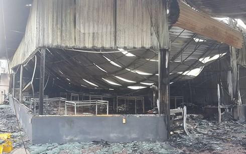 Cháy ngùn ngụt làm hư hỏng toàn bộ tài sản 1 nhà hàng gà tại Hải Dương - Ảnh 4.