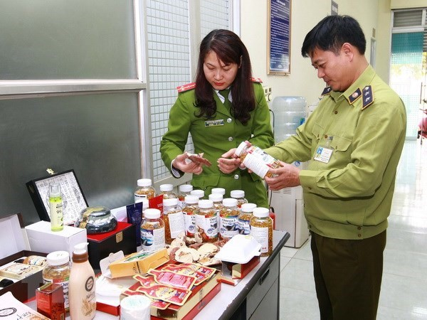 Thổi phồng thực phẩm chức năng như thuốc chữa bệnh, hàng loạt doanh nghiệp bị sờ gáy - Ảnh 1.