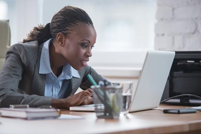 Đi làm ai cũng muốn thành tâm phúc của sếp và đây là 5 cách đơn giản giúp bạn nổi bật giữa các đồng nghiệp và gây ấn tượng với cấp trên - Ảnh 2.