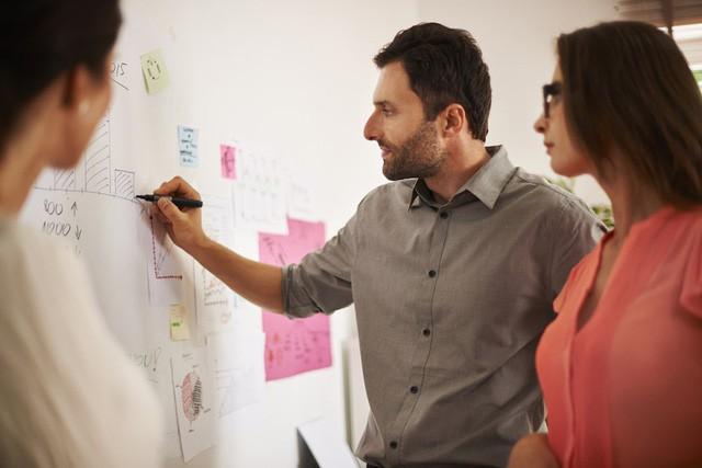Đi làm ai cũng muốn thành tâm phúc của sếp và đây là 5 cách đơn giản giúp bạn nổi bật giữa các đồng nghiệp và gây ấn tượng với cấp trên - Ảnh 5.
