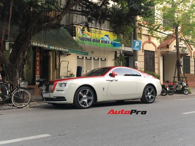 Đại gia Hà Thành phối màu lạ lẫm cho Rolls-Royce Wraith - Ảnh 1.