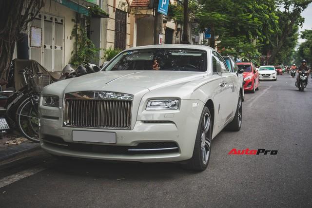 Đại gia Hà Thành phối màu lạ lẫm cho Rolls-Royce Wraith - Ảnh 3.