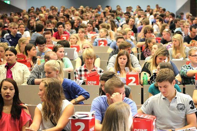 Không thi Đại học, không bị bố mẹ ép buộc, sinh viên nước ngoài chọn ngành, chọn trường như thế nào? - Ảnh 2.