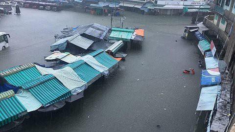 Ảnh: Kè cứng dang dở, sóng lớn đánh tan nát bờ biển xã đảo ở Quảng Nam - Ảnh 12.
