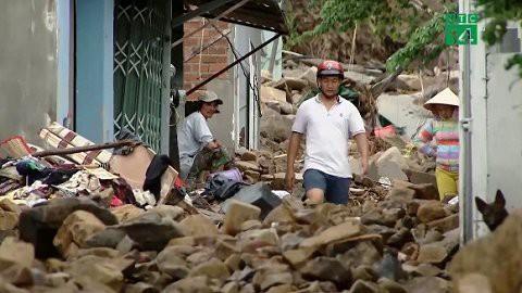 Ảnh: Kè cứng dang dở, sóng lớn đánh tan nát bờ biển xã đảo ở Quảng Nam - Ảnh 13.