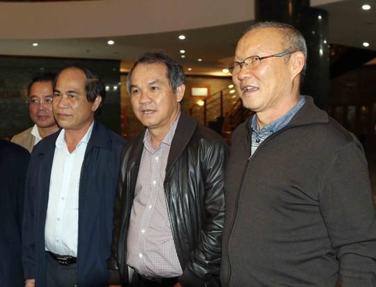 Tổng cục TDTT nêu lý do bầu Đức trả lương cho HLV Park Hang Seo - Ảnh 1.