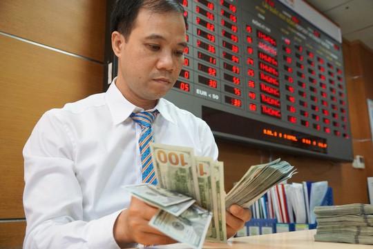 Giá USD tự do liên tục giảm - Ảnh 1.