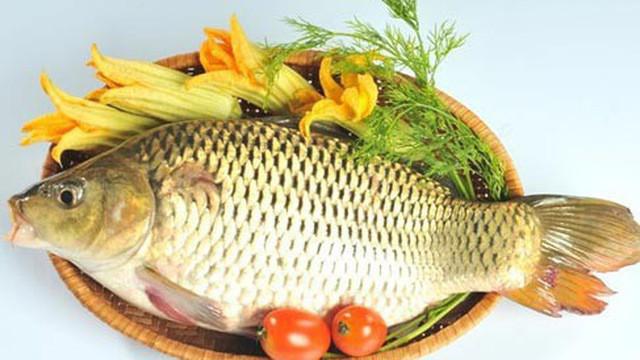 Chuyên gia cảnh báo: Sai lầm khi ăn cá chép có thể gây ngộ độc, hại gan nhiều người mắc - Ảnh 1.