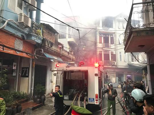 Cháy lớn quán karaoke trong ngõ hẹp ở Hà Nội - Ảnh 4.