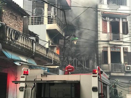 Cháy lớn quán karaoke trong ngõ hẹp ở Hà Nội - Ảnh 5.