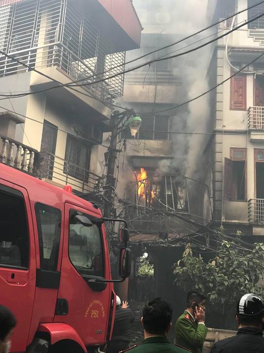 Cháy lớn quán karaoke trong ngõ hẹp ở Hà Nội - Ảnh 7.