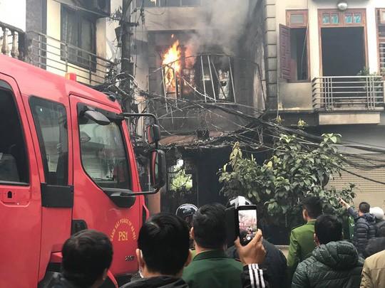 Cháy lớn quán karaoke trong ngõ hẹp ở Hà Nội - Ảnh 8.