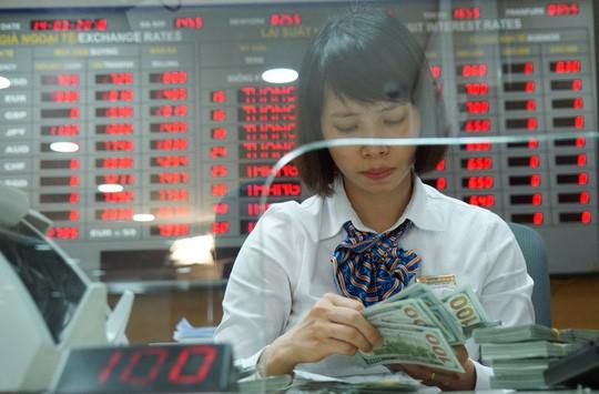 Giá USD ngân hàng về mức thấp nhất trong 2 tuần qua - Ảnh 1.